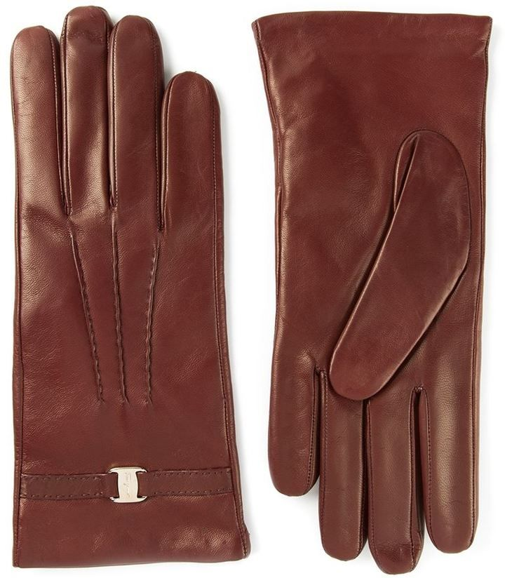 €273, Guantes de Cuero Burdeos de Salvatore Ferragamo. De farfetch.com. Detalles: https://lookastic.com/women/shop_items/120811/redirect