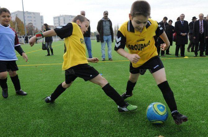 Selon la FIFA, le gazon artificiel est l'avenir du football moderne !!!