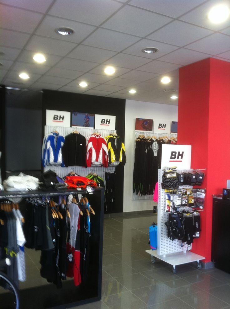 Reformas de locales comerciales en Barcelona. Exercycle BH. Adecuación a tienda de venta de bicicletas y complementos de ciclismo. Más info: http://blog.ago-construcciones.com/reformas-de-locales-comerciales-en-barcelona-exercycle-bh/