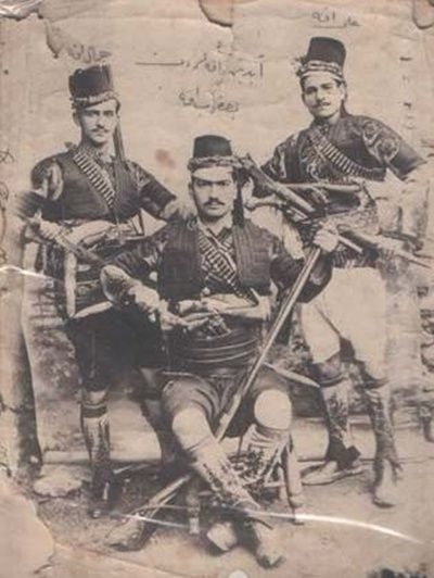 CELAL-ALİ-YAKUP EFE SELÇUK  Here we see Selshuk warriors. For me it is not so easy to see the difference between them the Zeibeks, Bashi Bazouks, Ayden men and Efe's . There is not so big a difference in the Costumes.(Pharyah)