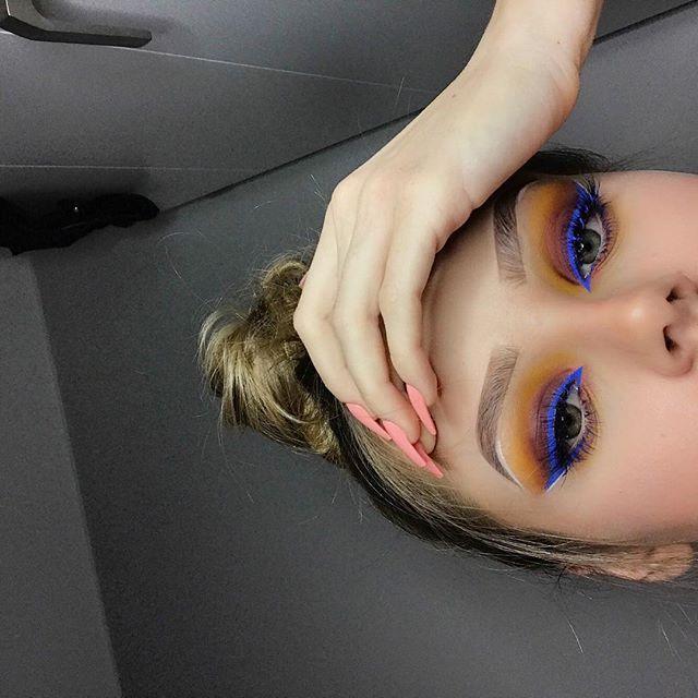 Brows: @anastasiabeverlyhills  Eyeliner: @nyxcosmetics vivid brights liner  Shadows: @anastasiabeverlyhills Modern Renaissance In the middle: @inglot_cosmetics gel liner 74 Eyelashes: @lillylashes j_make_up  #anastasiabeverlyhills #abh #modernrenaissance #modernrenaissancepalette #makeupaddict #makeup #lillylashes #j_make_up #poland #makeupartist #makeupjunkie #lips #eyes #nudelips  #brows #hudabeauty #inglot #blue #orange #pigment #lashes #eyelashes #mua #l4l #swagbrasilgirls #swagbrasil…