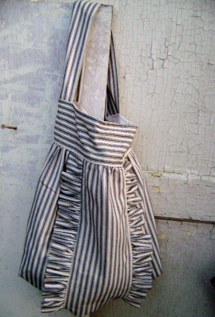 French Market Bag.: Style, Bags Pur Pouch Container, Totes Bags, Awesome Handbags, Ruffles French, French Marketing Bags, Ruffles Totes, Marketing Pur, Bags Bags