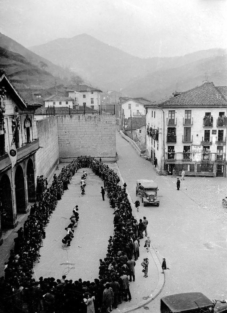 Tug of War, Elgoibar, Spain photo by  Indalecio Ojanguren, 1933