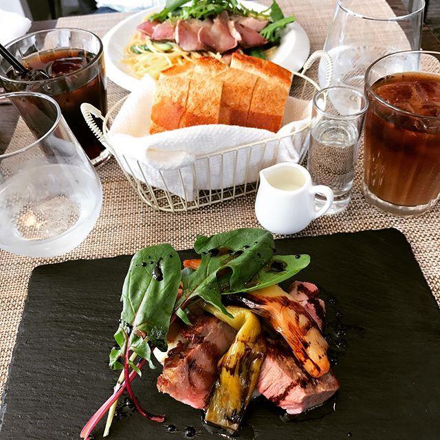 挨拶まわり終わって、ひと段落。 お天気良いから、Gterraceへ来た! 桜、もうすぐ…♡景色最高✨ #ランチ#昼ごはん#昼食#洋食#前菜#野菜#ワンプレート#サラダ#肉#パスタ#ステーキ#おかず#卵#パン#スープ#カフェ##コーヒー#食べ物#美味しい#テラス#ごはん#新潟