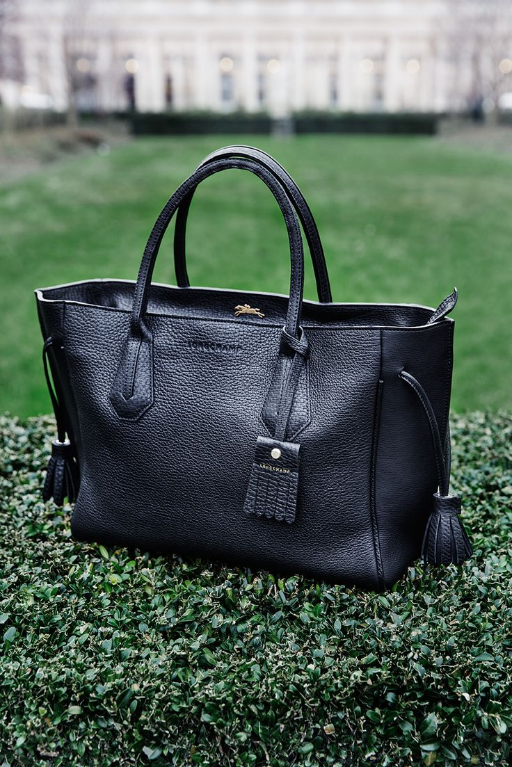 What would Parisian style be without a timeless handbag? #stockalovesparis