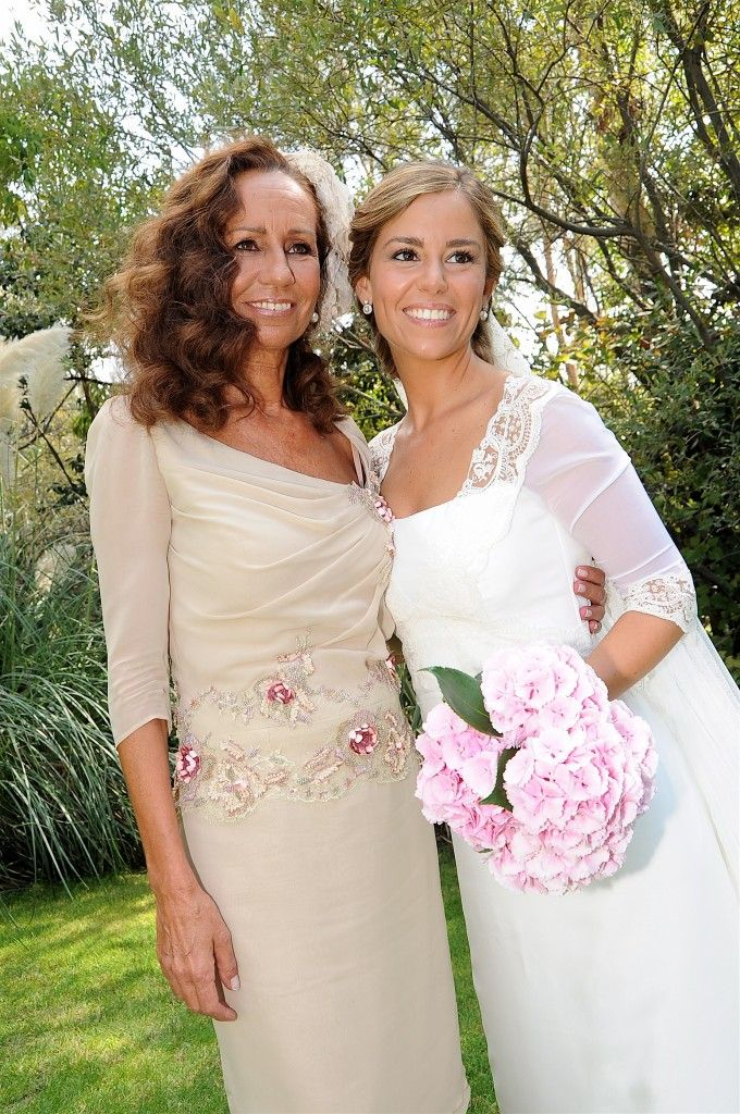 La madre de la novia también confió en nuestro atelier para hacerse su vestido!!elegantísima! Beatriz Alvaro alta costura