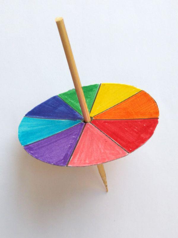 Amusez-vous à fabriquer ces toupies qui vous donneront le tournis! Un excellent moyen de découvrir les mélanges de couleur en s'amusant !