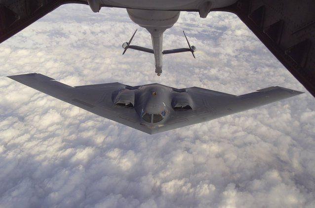 B-2 Spirit. Misiune: B-2 este tot un bombardier care poate căra atât muniţie convenţională cât şi nucleară.