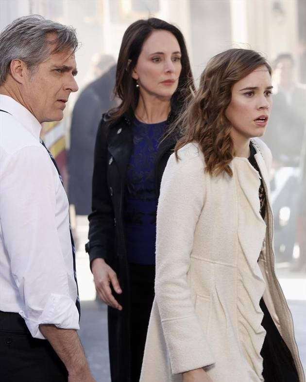 Charlotte Looks Horrified With Her Parents in the Revenge Season 2 Finale