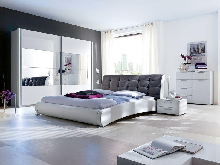 """Chiar daca stilul industrial poate parea rece prin cromatica sa, acesta poate fi """"indulcit"""" prin folosirea tonurilor calde ale decoratiunilor. Astfel, se poate crea un spatiu primitor. #kikaromania #decoratiuni #accesorii #dormitor #pat #sticla #oglinda #sifonier #alb"""