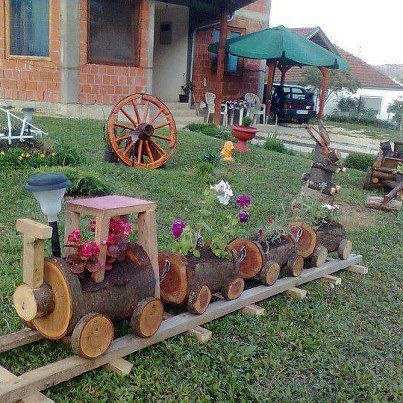 virágos kisvonat-If you have access to wood..this is a neat garden idea. Too cute.
