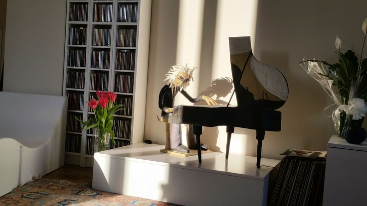 my pianist sculpture lamp by Cartura