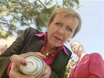 Dynamické duo Kim Woodburn a Aggie MacKenzie vyzbrojeny párem gumových rukavic a radami cennými pro domácnosti odhalují v dokumentárním seriálu Máte doma uklizeno? tajemství nejšpinavějších domů v Anglii i v Americe