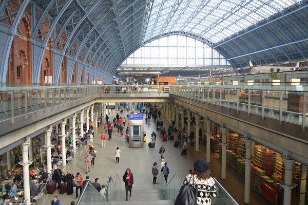 london st pancras international station take the eurostar train from london to paris. Black Bedroom Furniture Sets. Home Design Ideas