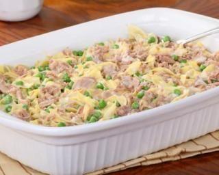 Gratin de pâtes au thon et petits pois, sauce béchamel légère : http://www.fourchette-et-bikini.fr/recettes/recettes-minceur/gratin-de-pates-au-thon-et-petits-pois-sauce-bechamel-legere.html