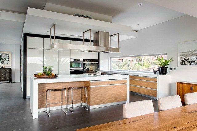 cuisine-moderne-îlot-bois-hotte-aspirante-métallique-armoires-blanches cuisine moderne