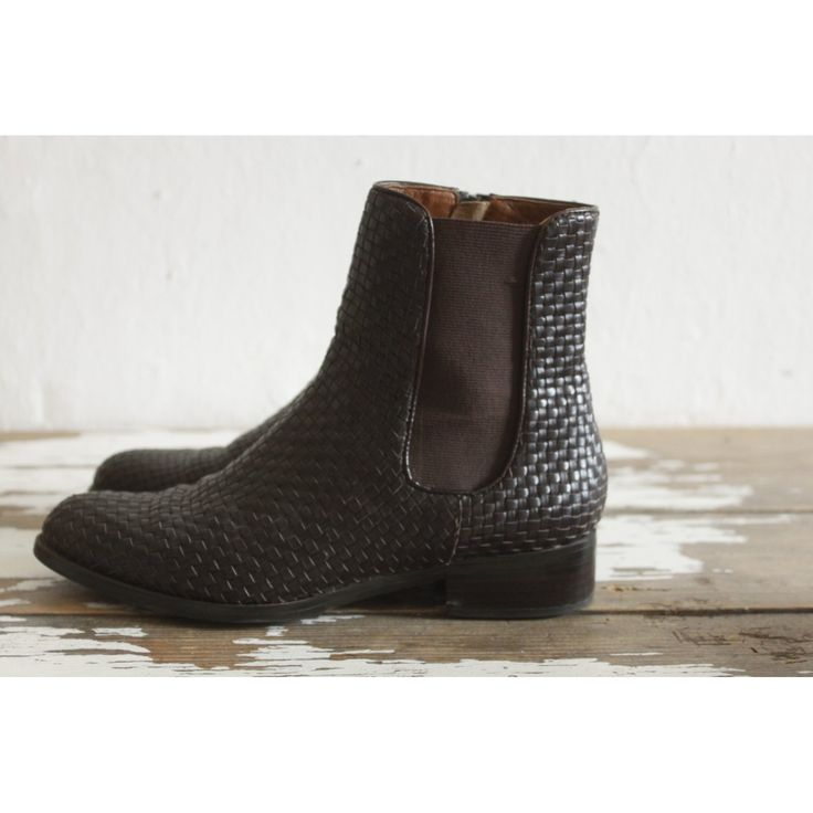 Low Boots, Winter Wear, Outlets, Totes, Short Boots, Break Outs, Winter  Clothes, Ankle Boots, Wall Outlet