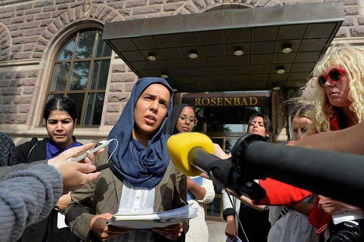 I Sverige finns ett islamistiskt nätverk som talar om särskilda muslimska rättigheter och om ett muslimskt civilsamhälle avskilt från det gemensamma. I den här miljön är Fatima Doubakil en central person, skriver journalist och författare Lars Åberg.