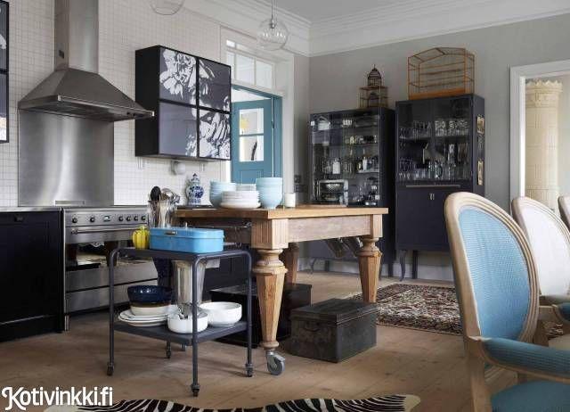 Talo Vanhan Rauman ytimessä   Vanhan talon mittakaavaan sopiva suuri keittiö on kokonaan siirrettävä.