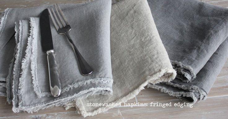 מפיות שולחן 100% פשתן עם קצוות פרומים לשולחן חג שיקי וליון יום בסטייל. לרכישה: www.homeinstyleshop.co.il