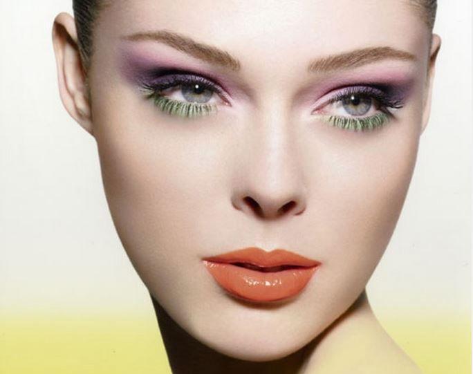 büyük ve iri gözler için ombre göz makyajı yapın