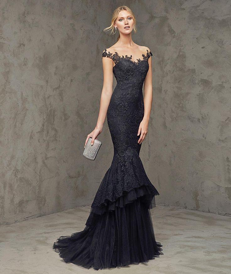 Fuvial, Robe de soirée de couleur noire, décolleté en cœur - Pronovias 2016