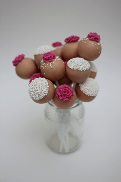 Rhubarb & Rose: Blogging with the Good Food Channel: Cake Pops How To