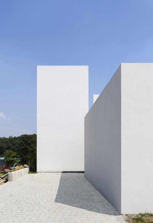 Lighthouse Residence  / LEESLIST & Leejae Architects