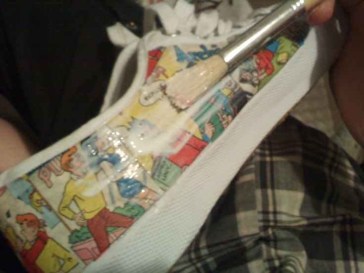 DIY Comic Shoes! I wanna make these from superhero comics!!