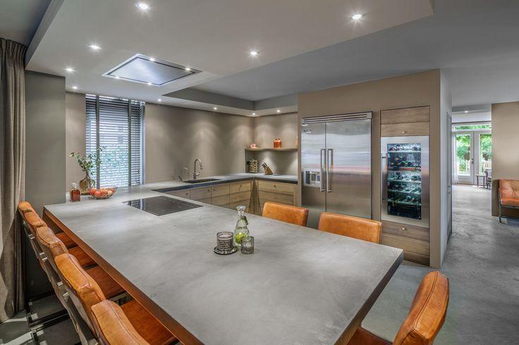 landelijke keuken met betonnen aanrecht