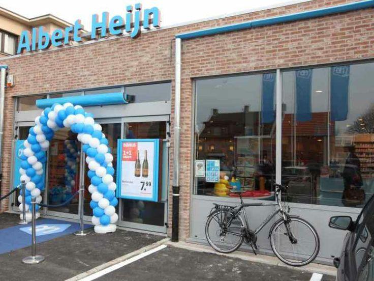 Albert Hein. Leuk aangekleed voor een opening. door de ballonnen en een blauwe loper nodigt het wel uit om er naar binnen te gaan.