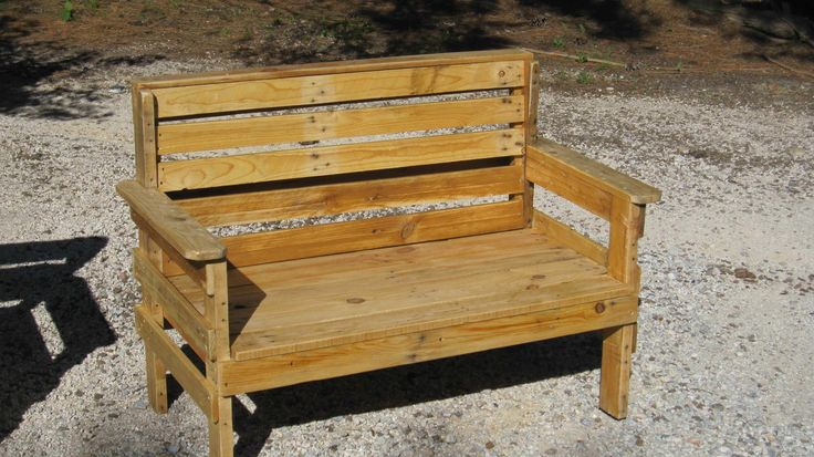 Beautiful Complete Garden Set Made Out Of Repurposed Pallets  #garden #palletarmchair #palletbench #repurposedpallet Garden set entirely made out of pallets and composed of a bench, a table and 2 armchairs! It was made with 12h of work! Great job! I would just add pa...