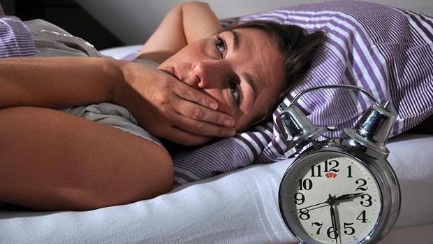 Un estudio alerta que padecer síntomas del insomnio se asocia a un mayor riesgo de infarto de miocardio e ictus, especialmente en mujeres