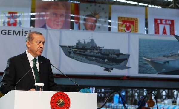 İşte Türkiye'nin ilk uçak gemisi TCG ANADOLU! Deniz Kuvvetleri'nin amiral gemisi olarak tasarlanan TCG Anadolu, Türkiye'nin en büyük gemisi olacak. 700 kişilik amfibi taburunu taşıyabilen gemide bir hastane de bulunacak. Gemide helikopter savaş uçağı ve hava araçları da iniş - kalkış yapabilecek