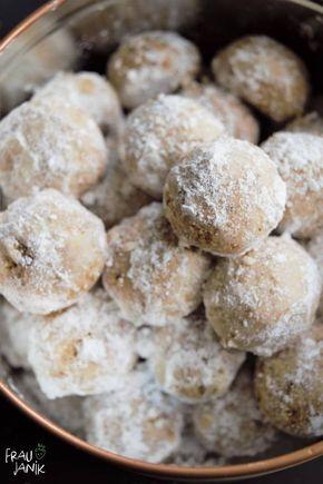 Schneebällchen   Weihnachtskekse   vegan -herrlich mürbe, mit Dinkelmehl & nur 4 Zutaten... sehr einfache und schnelle Guetzli für die Weihnachtsbäckerei #weihnachten #kekse #gesundbacken #vanillekripferl #weihnachtsbäckerei #veganbacken
