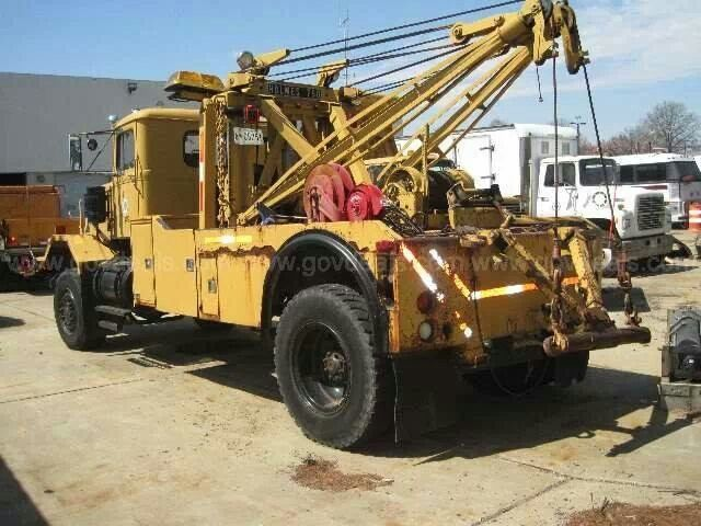 OLD Holmes 750 with a drag winch.   Wreckers/RollBacks ...