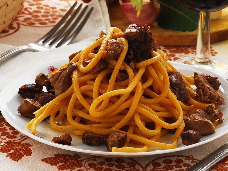 """""""Bigoli mit Entensauce""""   Bigoli con salsa d'anatra sind ein traditionelles Gericht des Veneto.  http://einfach-schnell-gesund-kochen.de/bigoli-mit-entensauce/"""