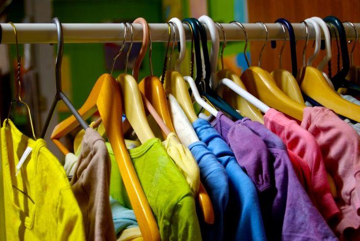 So wird deine Kleidung blütenweiß und frisch wie eine Frühlingswiese. Ohne Chemie, günstig und leicht!