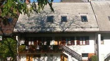 Apartmaji Brumnjak se nahajajo v naselju Vodenca, ob sotočju rek Soče in Koritnice in le 2 kilometra iz Bovca. O namestitvah v Bovcu preberite tudi na www.viaSlovenia.com