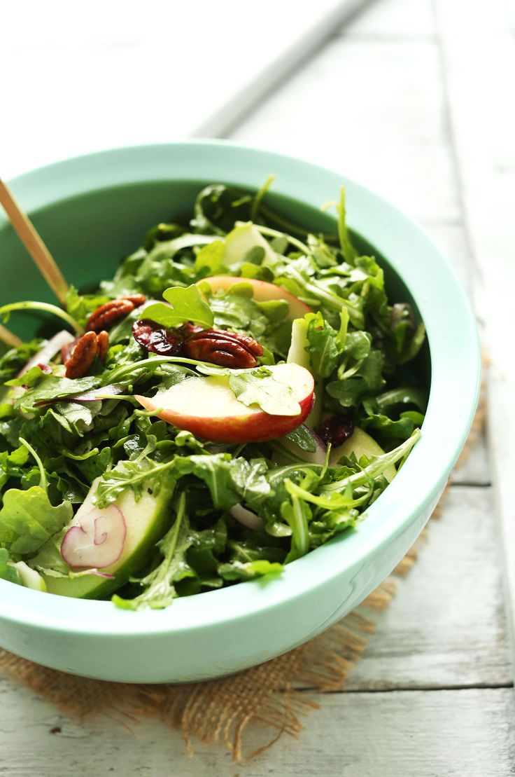 20-minute Easy Apple Arugula Salad with Pecans and Lemon Vinaigrette. A healthy, hearty side dish for fall and winter. #salad #recipe #vegan #healthy #dinner #meal