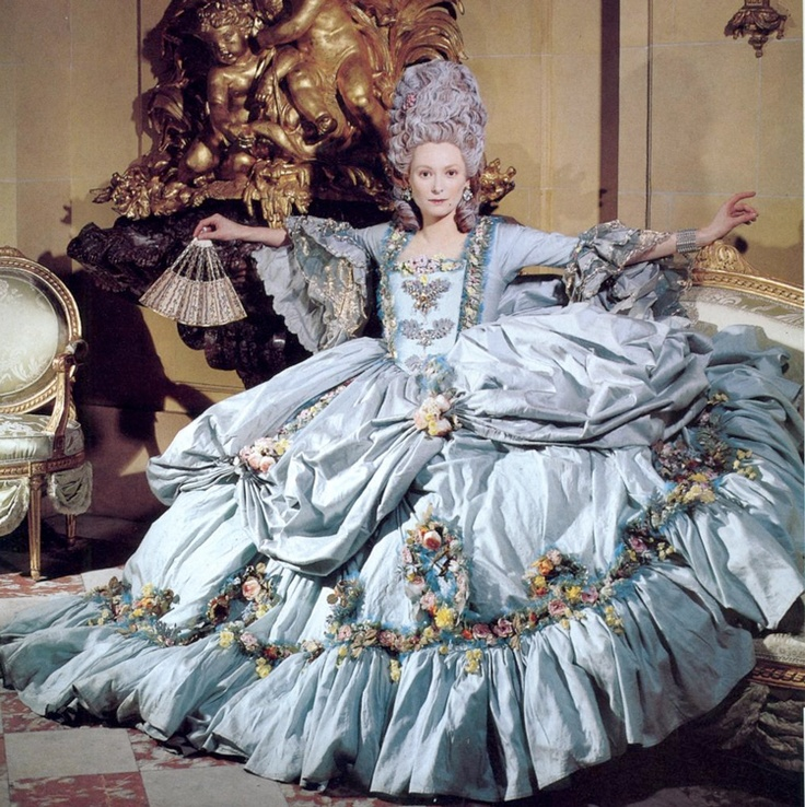 Тильда Суинтон, как 18thC аристократической женщины в фильме Орландо сфотографировали Карлом Лагерфельдом для Vogue июля 1993 года.