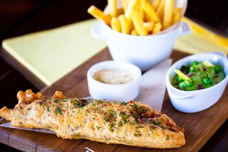 Рыба в духовке, в кляре, рыбный салат и бургер: 4 новых рецепта