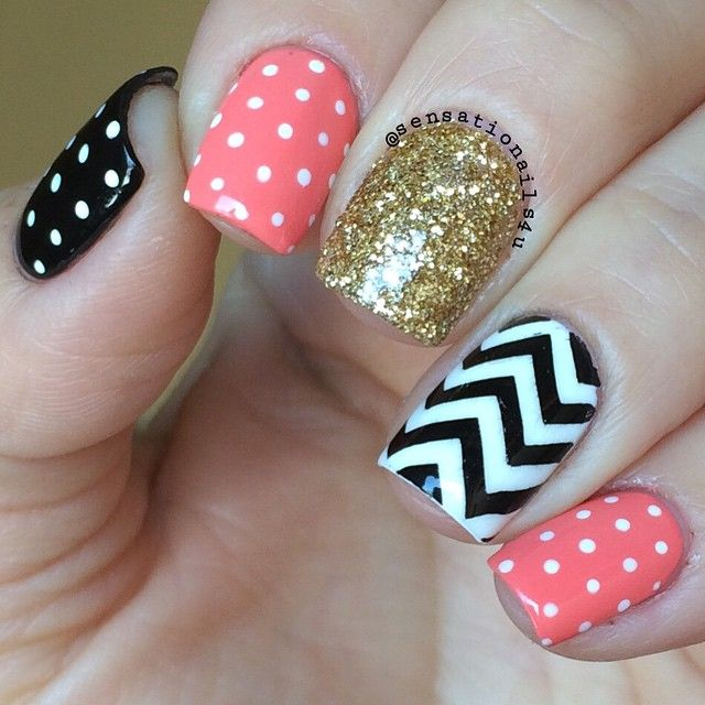 Chevron Coral Black and White Easy and simple to do with @essiepolish Tart Deco @chinaglazeofficial white on white @opi_products Black Onyx and Moyoulondon Fashionista 04. Glitter from Michael's Store ✨