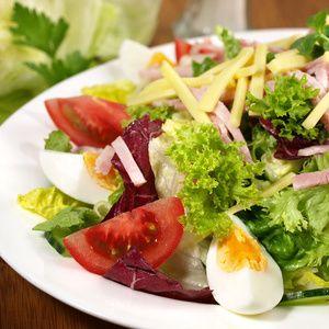 Jarní salát s vejci a řeřichou