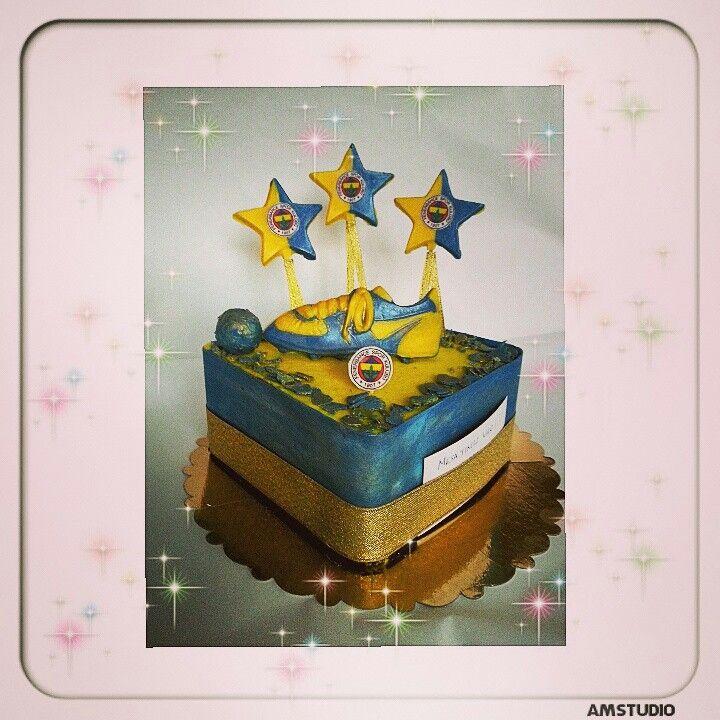 Fanatik pasta.. Tüm dekorlar ithal çikolata ile çalışılmıştır