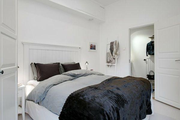 Schlafzimmer dunkle Decke kleiner Kleiderschrank