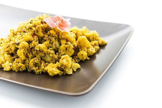 Kuskus z kalafiora z płatkami z komosy ryżowej | Paul's Quinoa