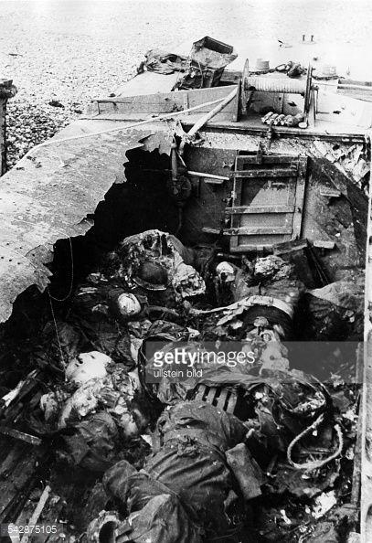 Photo d'actualité : destroyed landing craft with 56 dead canadians...
