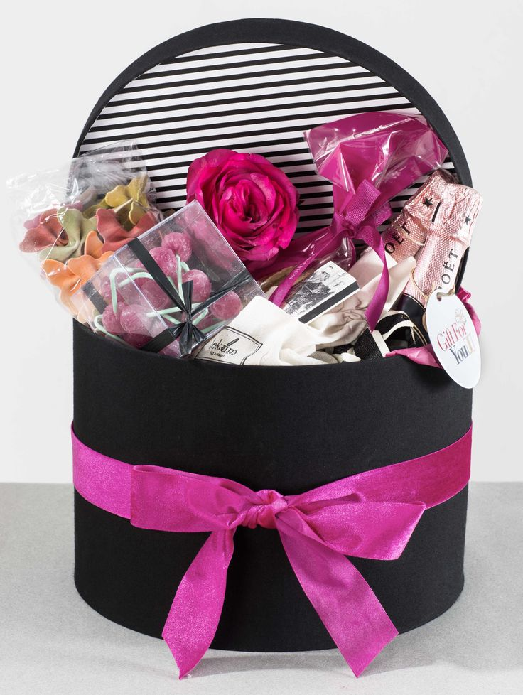 Giftforyou.com.tr  is a luxurious and unique gift service based in Istanbul. Paris themed  gift box.