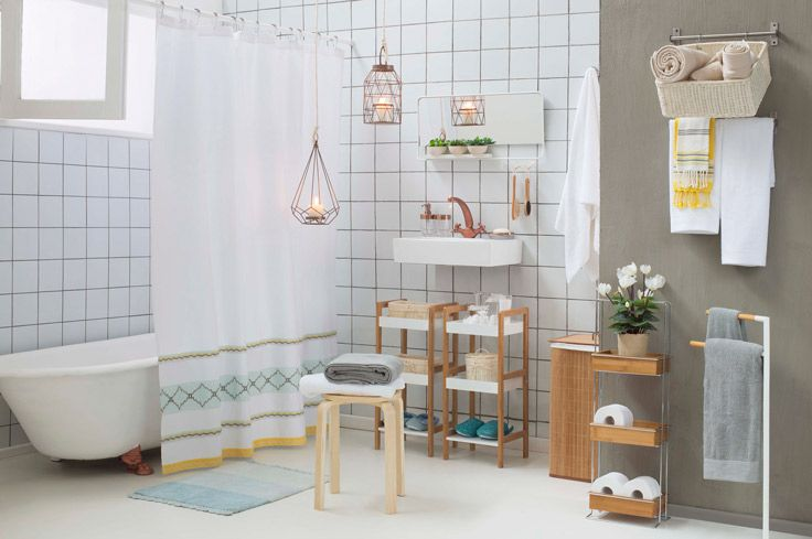 Dale un toque minimalista y a la vez muy acogedor a tu baño. Mezcla el blanco, gris y amarillo para dar más calidez y decóralo con velas, se verá atemporal y muy moderno! Primavera - Verano 2016